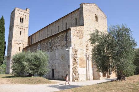 abbazia: Abbazia di Sant Antimo, Benedictine monastery Montalcino, Tuscany, Italy