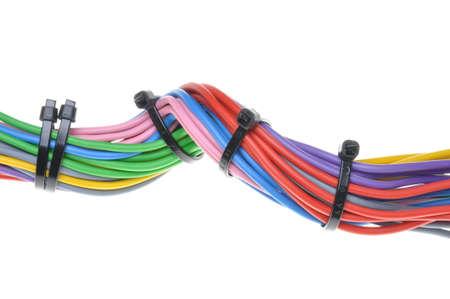 cables electricos: Cables eléctricos multicolores aislados sobre fondo blanco