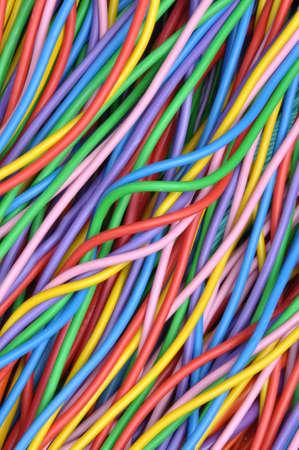 redes electricas: alambres y cables de colores en las redes el�ctricas y de telecomunicaciones