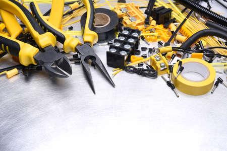 Outils et accessoires pour l'installation électrique Banque d'images - 69219429