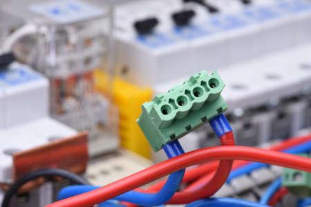 Tableau électrique avec câble et disjoncteurs Banque d'images - 91255694