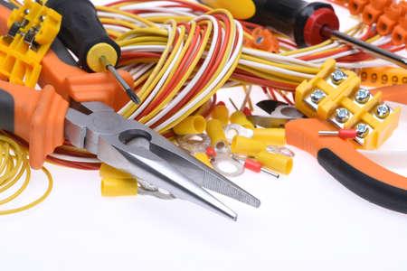 전기 도구 및 흰색 배경에 케이블 세트 스톡 콘텐츠
