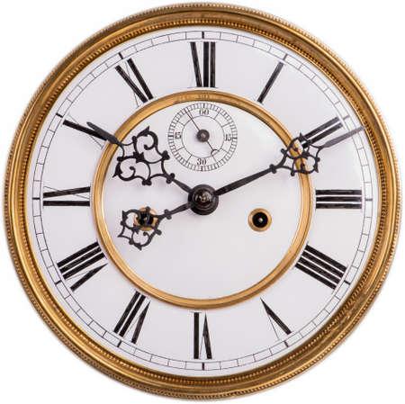 Quadrante di orologio con numeri romani isolato su sfondo bianco