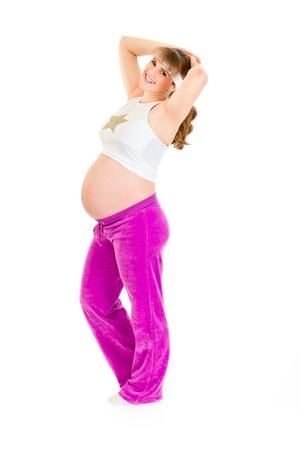 haciendo ejercicio: Sonriente y bella mujer embarazada haciendo ejercicio