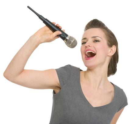 personas cantando: Alegre mujer cantando en el micr�fono. HQ foto. No oversharpened. No sobresaturado Foto de archivo