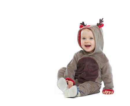 baby kerst: Lachende baby in kerst kostuum op zoek op kopie ruimte Stockfoto