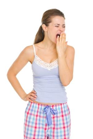 yawing: Mujer joven en pijama gui�ada