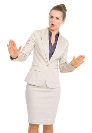calm down: Donna d'affari che mostra calmo gesto verso il basso