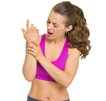 手首の痛みとフィットネスの若い女性