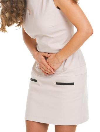 胃の痛みを持つ若い女性へのクローズ アップ
