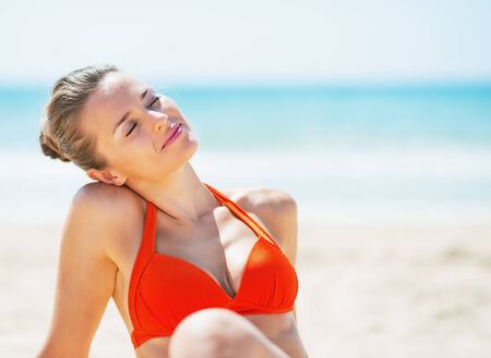 woman beach: Portrait of relaxed young woman on beach