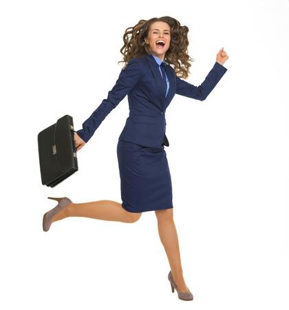 mujer con maleta: Mujer de negocios feliz que salta con la cartera Foto de archivo