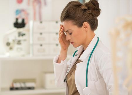 Portret van gefrustreerde vrouw van de arts