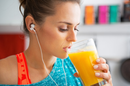 smoothie: Fitness young woman drinking pumpkin smoothie