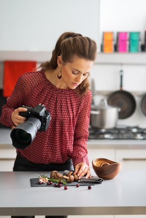 food photography: Young woman practicing in food photography