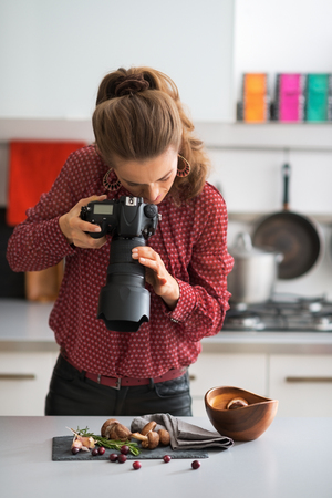artistic woman: Young woman photographing food