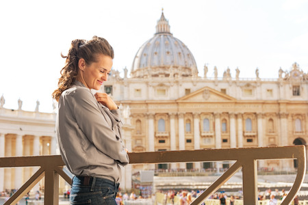 pietro: Portrait of young woman in front of basilica di san pietro in vatican city state