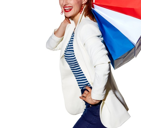 Einkaufen. Die Französisch Weg. Glückliche junge Frau mit Französisch Flagge Farben Taschen auf weißem Hintergrund einkaufen Standard-Bild - 74486405