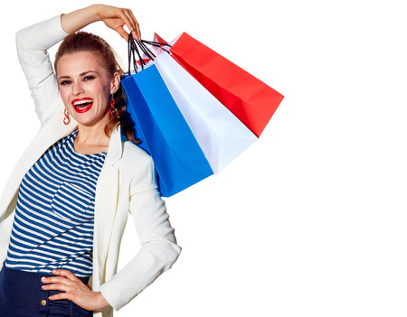 Einkaufen. Der französische Weg. Glückliche junge Frau mit französischer Flagge färbt Einkaufstaschen auf weißem Hintergrund Standard-Bild - 74508269