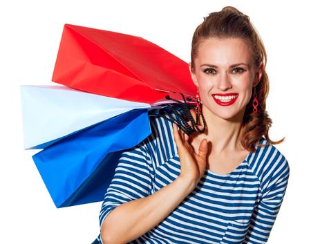 Einkaufen. Der französische Weg Portrait von glücklich stilvolle Frau mit Einkaufstüten der Farben der französischen Flagge isoliert auf weiß Standard-Bild - 76998045