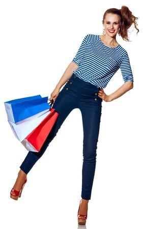 Shopping. De Franse manier. Volledig lengteportret van gelukkige moderne manier-monger holding het winkelen zakken de kleuren van de Franse die vlag op witte achtergrond wordt geïsoleerd Stockfoto