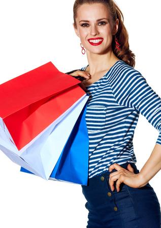 Boodschappen doen. De Franse manier. lachende stijlvolle mode-monger met boodschappentassen van de kleuren van de Franse vlag geïsoleerd op een witte achtergrond