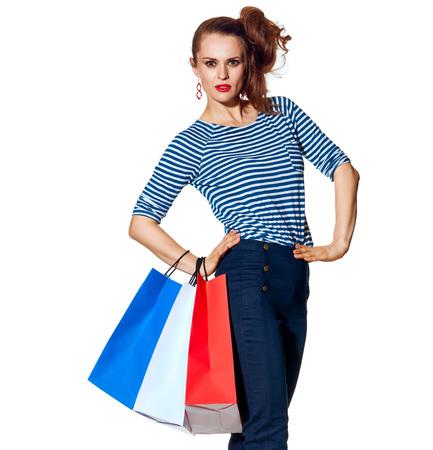 Shopping. De Franse manier. Full length Portret van moderne vrouw met boodschappentassen van de kleuren van de Franse vlag op een witte achtergrond Stockfoto