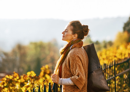 Portrait of relaxed young woman in autumn outdoors 版權商用圖片