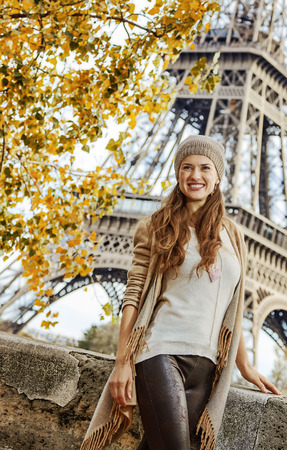 Autumn getaways in Paris. smiling young elegant woman on embankment near Eiffel tower in Paris, France exploring attractions Stok Fotoğraf