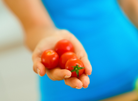 Closeup on cherry tomato in hand of woman Stok Fotoğraf - 100137935