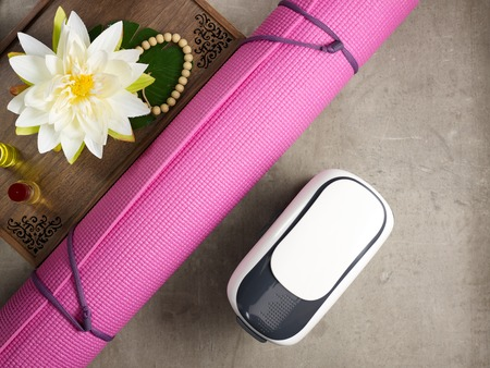Closeup on tray with fragrant stuff for aroma yoga, beads, yoga mat and VR glasses laying on the floor. 版權商用圖片