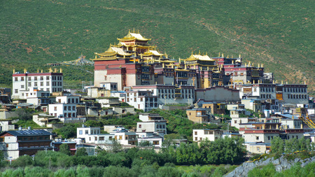 Beautiful view of the Ganden Sumtseling Buddhist Temple. Shangri-La, Tibet, China Sajtókép