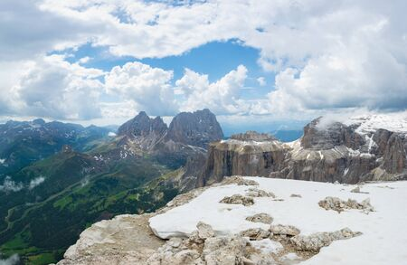 Beautiful view at Sassolungo (Langkofel), Punta Grohmann and Cinque Dita mountains in Dolomites. Italian Alps, Trentino Alto-Adige 写真素材 - 129461658