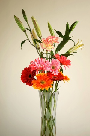 arrange flower in glass vase photo