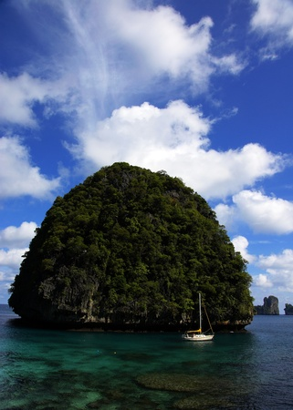 phiphi island of thailand,the island with blue sky Stock Photo - 10031587