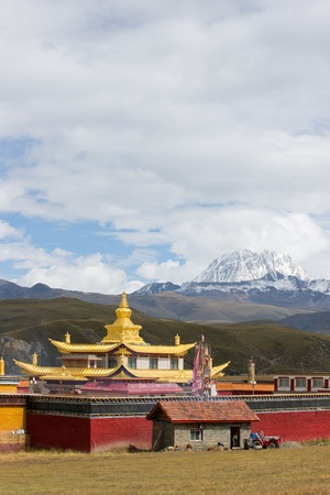 temple with yala snow mountain
