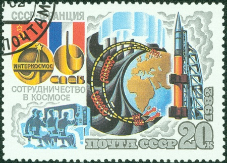 USSR - CIRCA 1982  A stamp printed in USSR shows the Intercosmos Cooperative Space Program  USSR-France , series, circa 1982 Stock Photo - 13839377