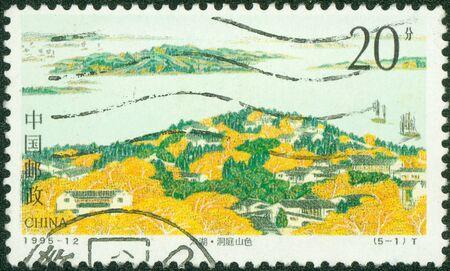 CHINA - CIRCA 1995 Un sello impreso en China muestra la imagen del Lago Taihu, alrededor del año 1995