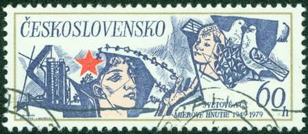 CZECHOSLOVAKIA - CIRCA 1979  A Stamp printed in CZECHOSLOVAKIA shows the Red Star, Man, Child and Doves, series, circa 1979 Stock Photo - 15156995