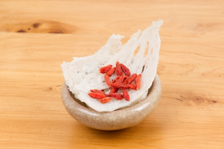 wolfberry: Edible bird s nest with chinese wolfberry fruit on table