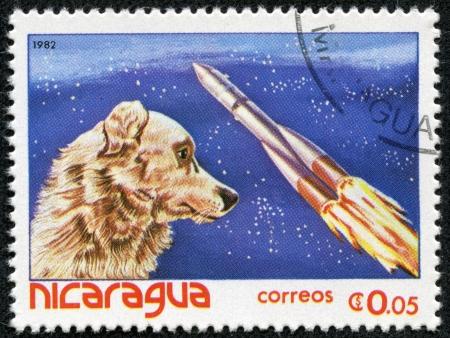 ニカラグア - ニカラグアで印刷 1982 A スタンプ年頃 1982年年頃の犬宇宙飛行士ライカを示しています