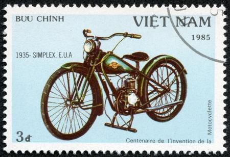 e u: VIETNAM - CIRCA 1985  A stamp printed in Vietnam shows image of a vintage motorcycle, 1935 - Simplex, E U A, circa 1985