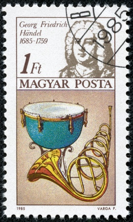 frederic: HUNGR�A - CIRCA 1985 sello impreso en Hungr�a muestra Frederic Handel, timbal, cuerno, alrededor de 1985