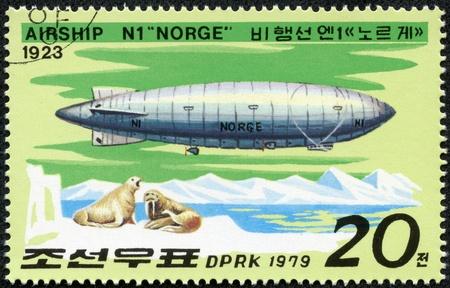 norge: DPR KOREA - CIRCA 1979  mark typed in DPR Korea shows Airship N1 Norge , 1923, series, cirka 1979