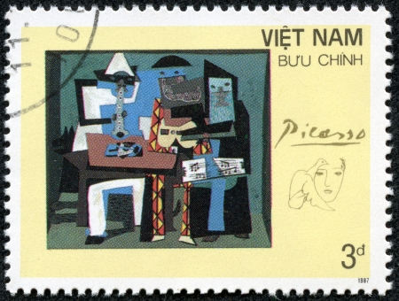 VIETNAM - CIRCA 1987  A stamp printed in Spain shows painting by Pablo Picasso  Three Musicians , circa 1987 Stok Fotoğraf