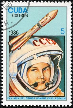 tereshkova: CUBA - CIRCA 1986 un francobollo stampato a Cuba mostra l'immagine della donna astronauta Valentina Tereshkova, circa 1986