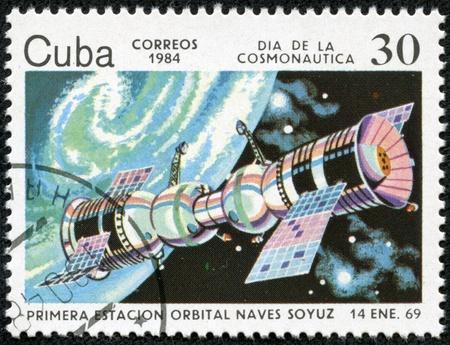 キューバ、キューバ年頃 1984 スタンプ印刷を示しています宇宙飛行士の日 - ソユーズ衛星 Jimagua 1969 年 1 月 14 日、およそ 1984 年 写真素材 - 22051567