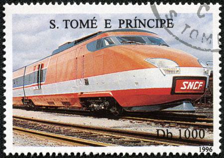 tomo: SAO TOME E PRINCIPE - CIRCA 1996 Un francobollo stampato in Sao Tome mostra un treno SNCF TGV Euroduplex, circa 1996