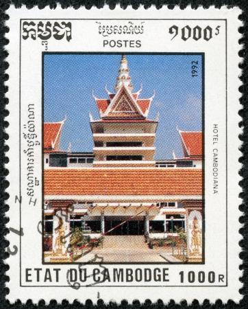 estampilla: CAMBODIA - CIRCA 1992  A stamp printed in Cambodia shows hotel cambodiana,, circa 1992