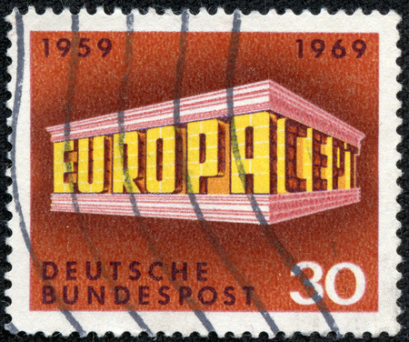 stempeln: GERMANY - CIRCA 1969  A stamp printed in Germany from the  Europa  issue shows Colonnade, circa 1969